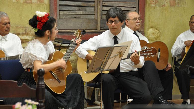 Margarita Sandoval Skare and Alberto Cardenas perform with Grupo Renacer